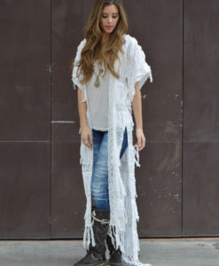Cover up color blanco con flecos moda Ibiza adlib Tony Bonet
