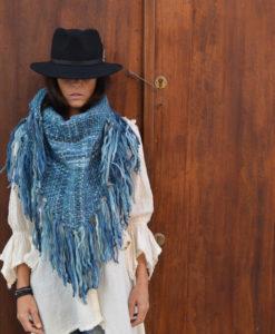 poncho-lana-hecho-a-mano-en-ibiza-azul