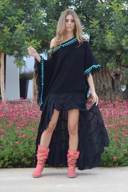 poncho-negro-pompones-turquesa-Falda-Free-Love-1000×665