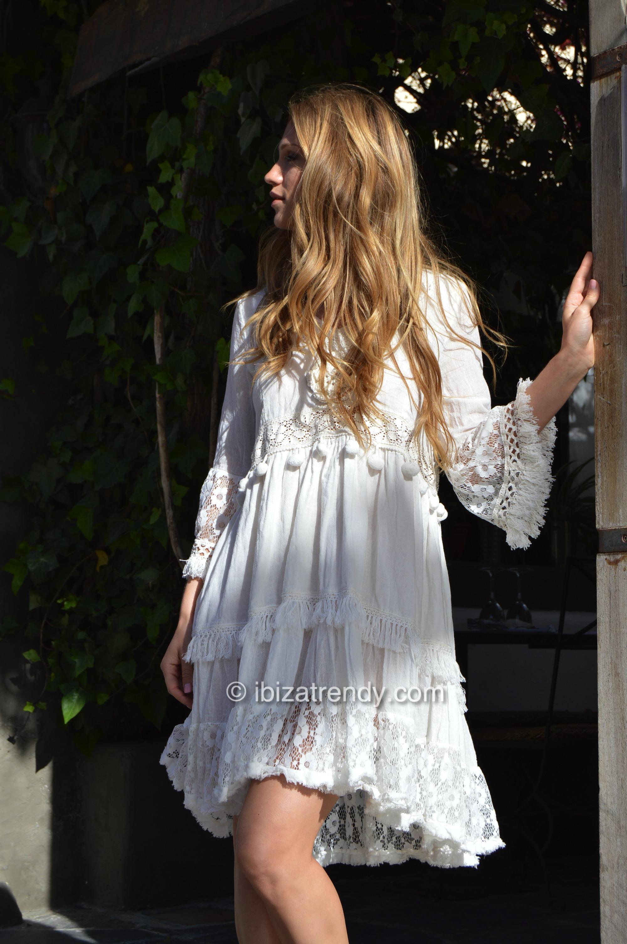 c25e74f87 vestido blanco detalles boho chic lace Ibiza Trendy Fioroni-2