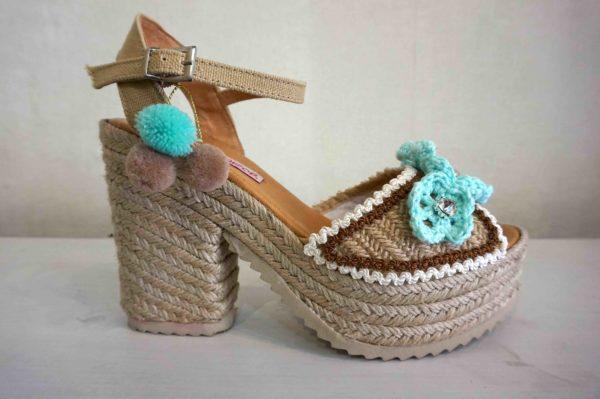Sandalias crochet y pompones Lola Guarch