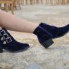 detalle botas terciopelo azul