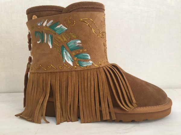 snow boho boots feathers paintend fringes lola guarch ibiza trendy