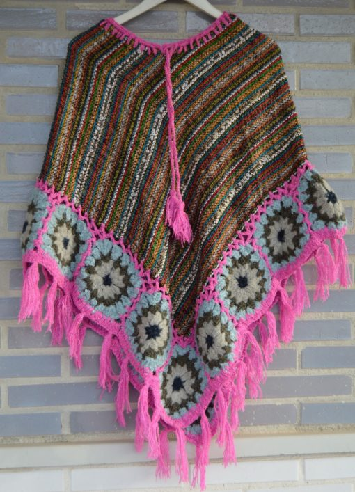 poncho crochet boho chic flecos rosa ibiza trendy 269